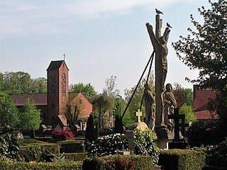 schöne günstige Grabsteine in Lohne (Oldenburg) Steinmetz Urnengrab Einzelgrab Doppelgrabstein schöne Grabmäler
