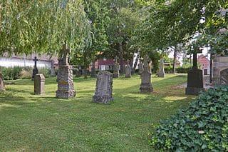 schöne günstige Grabsteine in Sehnde Steinmetz Urnengrab Einzelgrab Doppelgrabstein schöne Grabmäler