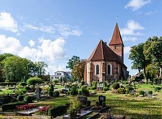schöne günstige Grabsteine in Rastede Steinmetz Urnengrab Einzelgrab Doppelgrabstein schöne Grabmäler