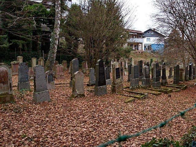 schöne günstige Grabsteine in Königsbach-Stein Steinmetz Urnengrab Einzelgrab Doppelgrabstein schöne Grabmäler