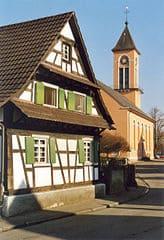 schöne günstige Grabsteine in Neuried Steinmetz Urnengrab Einzelgrab Doppelgrabstein schöne Grabmäler