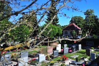 schöne günstige Grabsteine in Heroldsberg Steinmetz Urnengrab Einzelgrab Doppelgrabstein schöne Grabmäler
