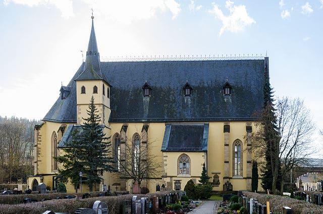 schöne günstige Grabsteine in Arnstein Steinmetz Urnengrab Einzelgrab Doppelgrabstein schöne Grabmäler