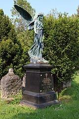 schöne günstige Grabsteine in Geisenheim Steinmetz Urnengrab Einzelgrab Doppelgrabstein schöne Grabmäler