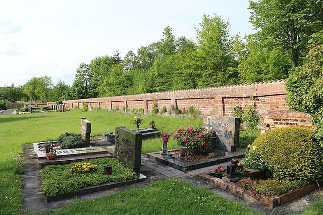 schöne günstige Grabsteine in Neuhof Steinmetz Urnengrab Einzelgrab Doppelgrabstein schöne Grabmäler