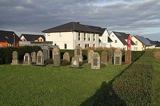 schöne günstige Grabsteine in Hüttenberg Steinmetz Urnengrab Einzelgrab Doppelgrabstein schöne Grabmäler