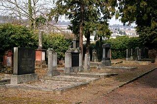 schöne günstige Grabsteine in Rüdesheim am Rhein Steinmetz Urnengrab Einzelgrab Doppelgrabstein schöne Grabmäler