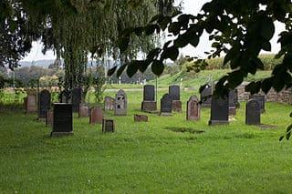 schöne günstige Grabsteine in Hünfelden Steinmetz Urnengrab Einzelgrab Doppelgrabstein schöne Grabmäler