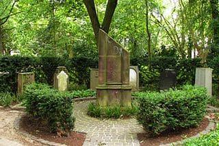 schöne günstige Grabsteine in Korschenbroich Steinmetz Urnengrab Einzelgrab Doppelgrabstein schöne Grabmäler