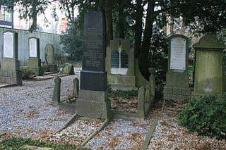 schöne günstige Grabsteine in Jülich Steinmetz Urnengrab Einzelgrab Doppelgrabstein schöne Grabmäler