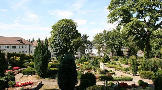 schöne günstige Grabsteine in Gevelsberg Steinmetz Urnengrab Einzelgrab Doppelgrabstein schöne Grabmäler