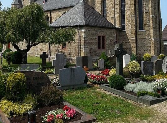 schöne günstige Grabsteine in Lohmar Steinmetz Urnengrab Einzelgrab Doppelgrabstein schöne Grabmäler