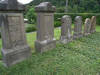 schöne günstige Grabsteine in Meschede Steinmetz Urnengrab Einzelgrab Doppelgrabstein schöne Grabmäler