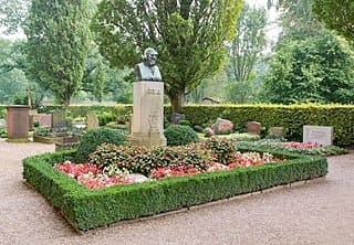 schöne günstige Grabsteine in Höxter Steinmetz Urnengrab Einzelgrab Doppelgrabstein schöne Grabmäler