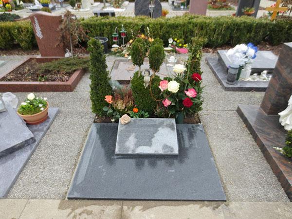 Kissen Grabkissen mit Rose rosa liegendes Grabmal