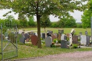 schöne günstige Grabsteine in Großbottwar Steinmetz Urnengrab Einzelgrab Doppelgrabstein schöne Grabmäler
