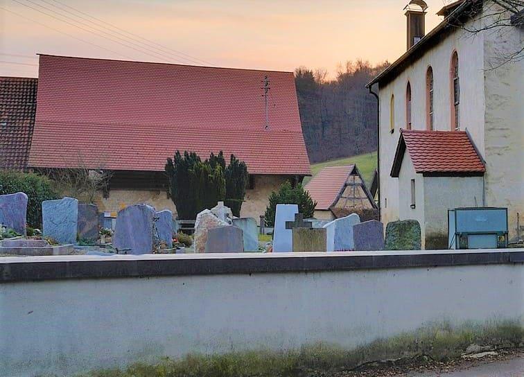 schöne günstige Grabsteine in Kandern Steinmetz Urnengrab Einzelgrab Doppelgrabstein schöne Grabmäler