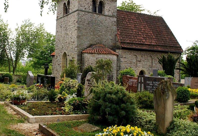 schöne günstige Grabsteine in Oberstenfeld Steinmetz Urnengrab Einzelgrab Doppelgrabstein schöne Grabmäler