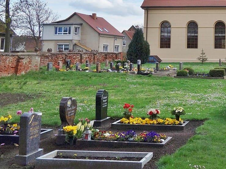 schöne günstige Grabsteine in Schönwalde-Glien Steinmetz Urnengrab Einzelgrab Doppelgrabstein schöne Grabmäler