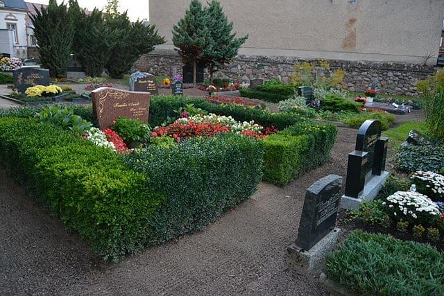 schöne günstige Grabsteine in Werneuchen Steinmetz Urnengrab Einzelgrab Doppelgrabstein schöne Grabmäler