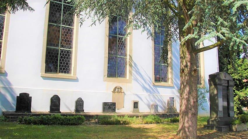 schöne günstige Grabsteine in Lahnau Steinmetz Urnengrab Einzelgrab Doppelgrabstein schöne Grabmäler