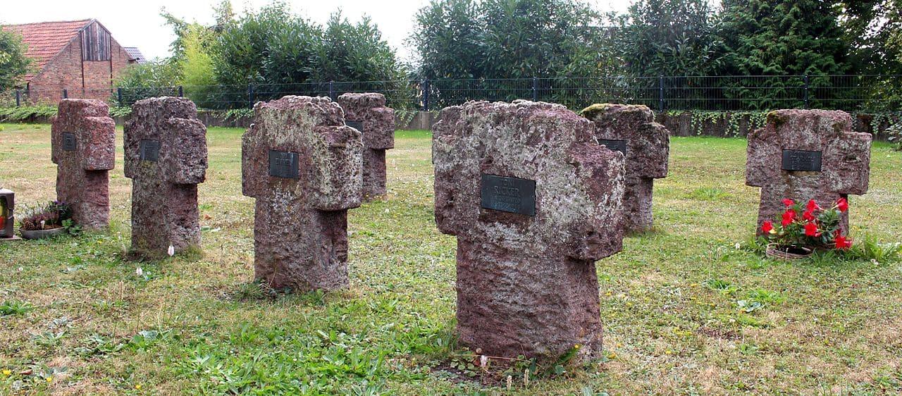 schöne günstige Grabsteine in Elz Steinmetz Urnengrab Einzelgrab Doppelgrabstein schöne Grabmäler