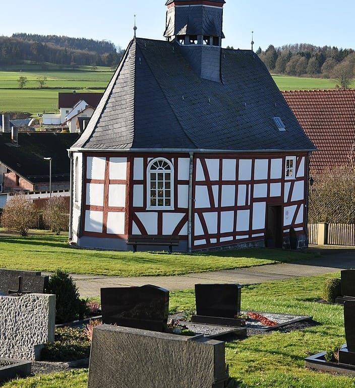 schöne günstige Grabsteine in Homberg (Ohm) Steinmetz Urnengrab Einzelgrab Doppelgrabstein schöne Grabmäler
