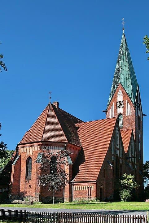 schöne günstige Grabsteine in Soltau Steinmetz Urnengrab Einzelgrab Doppelgrabstein schöne Grabmäler
