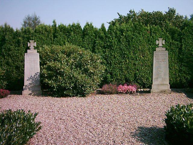 schöne günstige Grabsteine in Neu Wulmstorf Steinmetz Urnengrab Einzelgrab Doppelgrabstein schöne Grabmäler