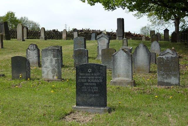schöne günstige Grabsteine in Mülheim-Kärlich Steinmetz Urnengrab Einzelgrab Doppelgrabstein schöne Grabmäler