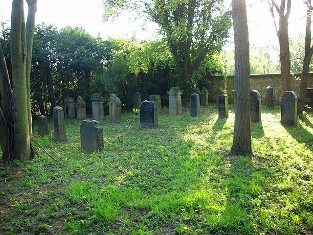schöne günstige Grabsteine in Nieder-Olm Steinmetz Urnengrab Einzelgrab Doppelgrabstein schöne Grabmäler