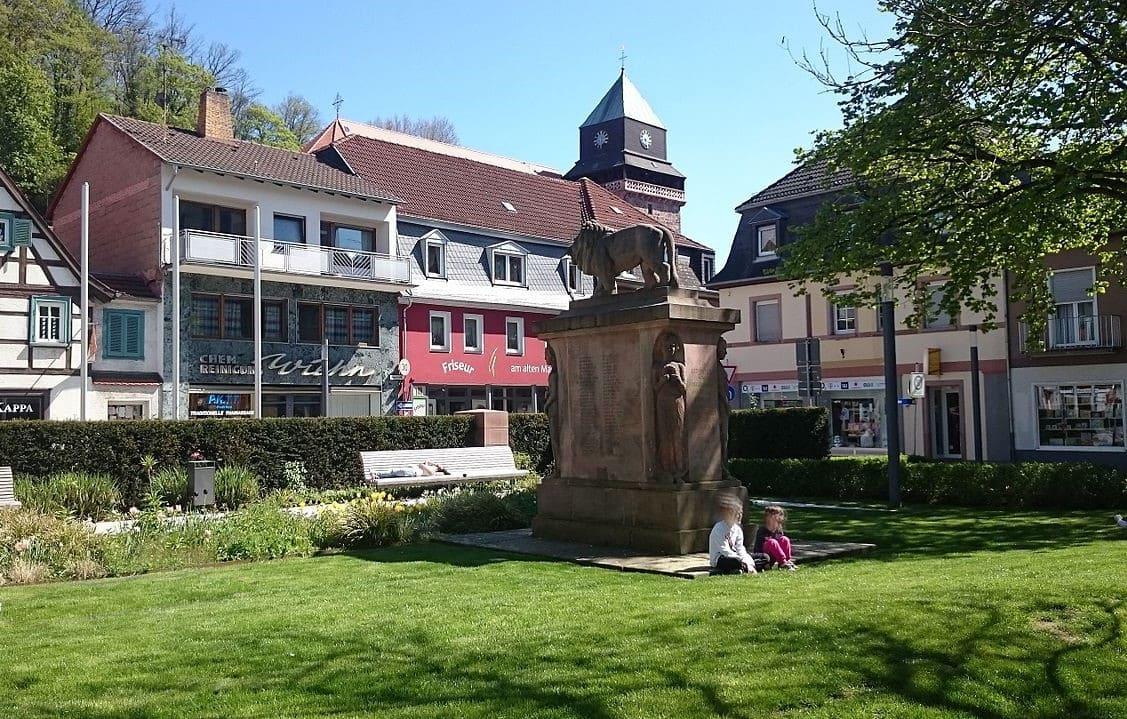 schöne günstige Grabsteine in Landstuhl Steinmetz Urnengrab Einzelgrab Doppelgrabstein schöne Grabmäler