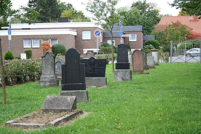 schöne günstige Grabsteine in Zülpich Steinmetz Urnengrab Einzelgrab Doppelgrabstein schöne Grabmäler