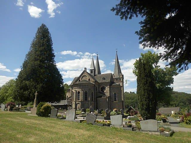 schöne günstige Grabsteine in Windeck Steinmetz Urnengrab Einzelgrab Doppelgrabstein schöne Grabmäler
