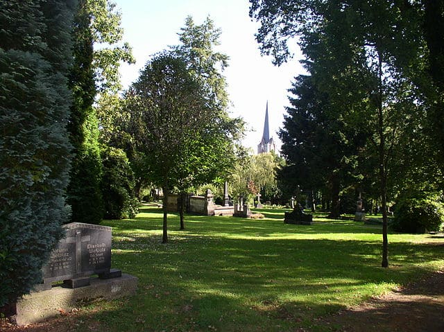 schöne günstige Grabsteine in Eitorf Steinmetz Urnengrab Einzelgrab Doppelgrabstein schöne Grabmäler