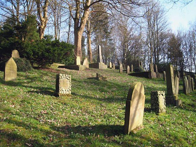 schöne günstige Grabsteine in Altena Steinmetz Urnengrab Einzelgrab Doppelgrabstein schöne Grabmäler