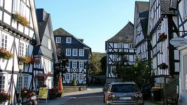 schöne günstige Grabsteine in Freudenberg (Siegerland) Steinmetz Urnengrab Einzelgrab Doppelgrabstein schöne Grabmäler
