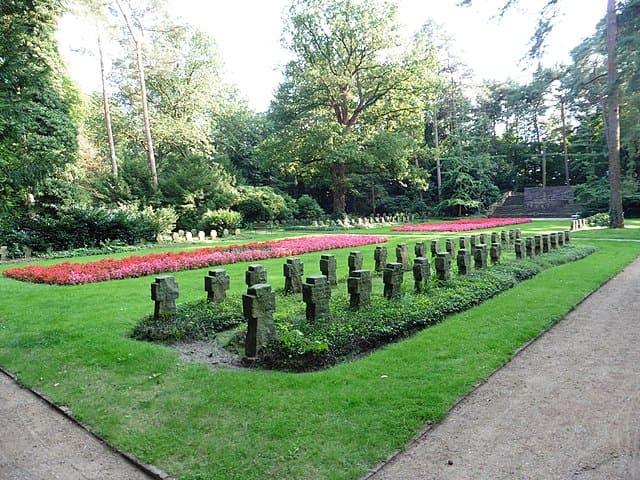 schöne günstige Grabsteine in Wentorf bei Hamburg Steinmetz Urnengrab Einzelgrab Doppelgrabstein schöne Grabmäler