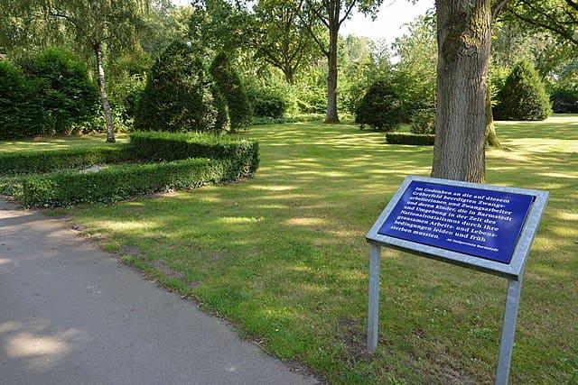 schöne günstige Grabsteine in Barmstedt Steinmetz Urnengrab Einzelgrab Doppelgrabstein schöne Grabmäler
