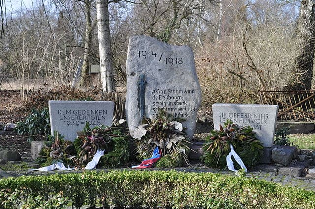 schöne günstige Grabsteine in Ammersbek Steinmetz Urnengrab Einzelgrab Doppelgrabstein schöne Grabmäler