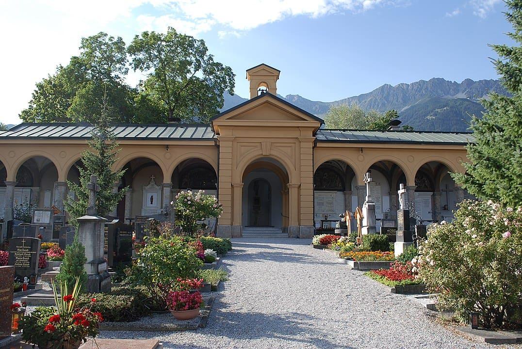 schöne günstige Grabsteine in Innsbruck Steinmetz Urnengrab Einzelgrab Doppelgrabstein schöne Grabmäler