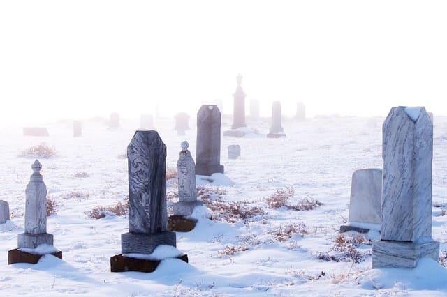 Grabpflege im Winter, wichtige Aspekte