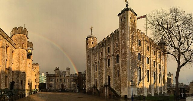 A rainbow lands on the Tower of London