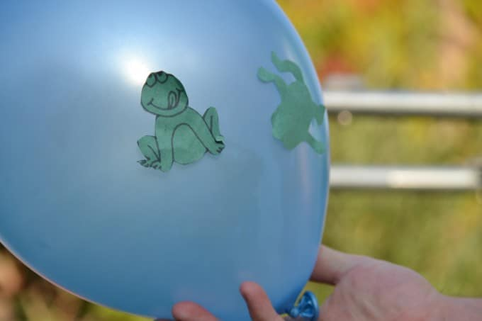 blue balloon with jumping frogs static easy science experiment