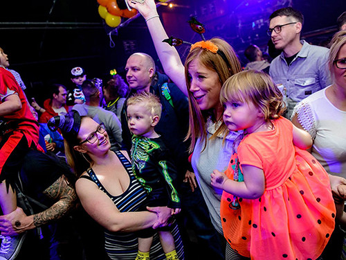 mums with their kdis dancing at raver tots events