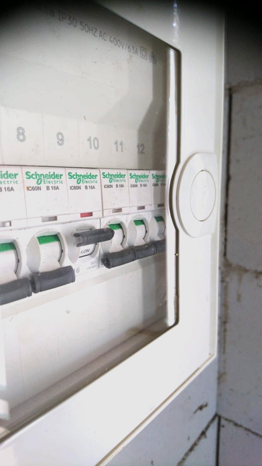 Spannungswandler, Spannungswandlerautomat, Spannungswandlerschutzschalter, Spannungswandlersicherung,