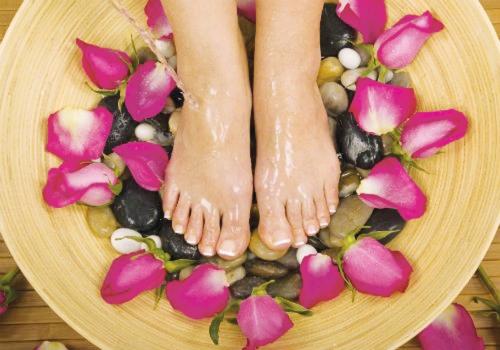 10 Cách trị nứt gót chân sau khi sinh