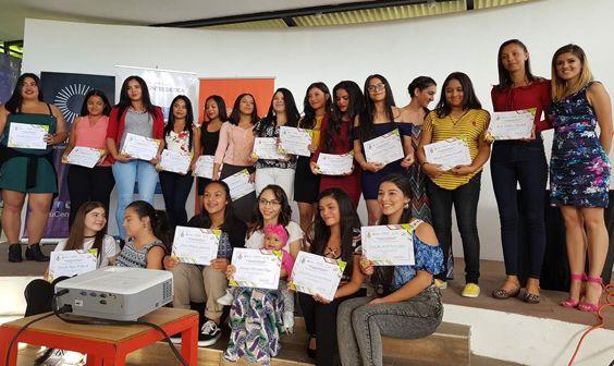 23 chicas se graduaron en un programa de educación en tecnologías