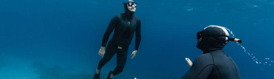 people freediving