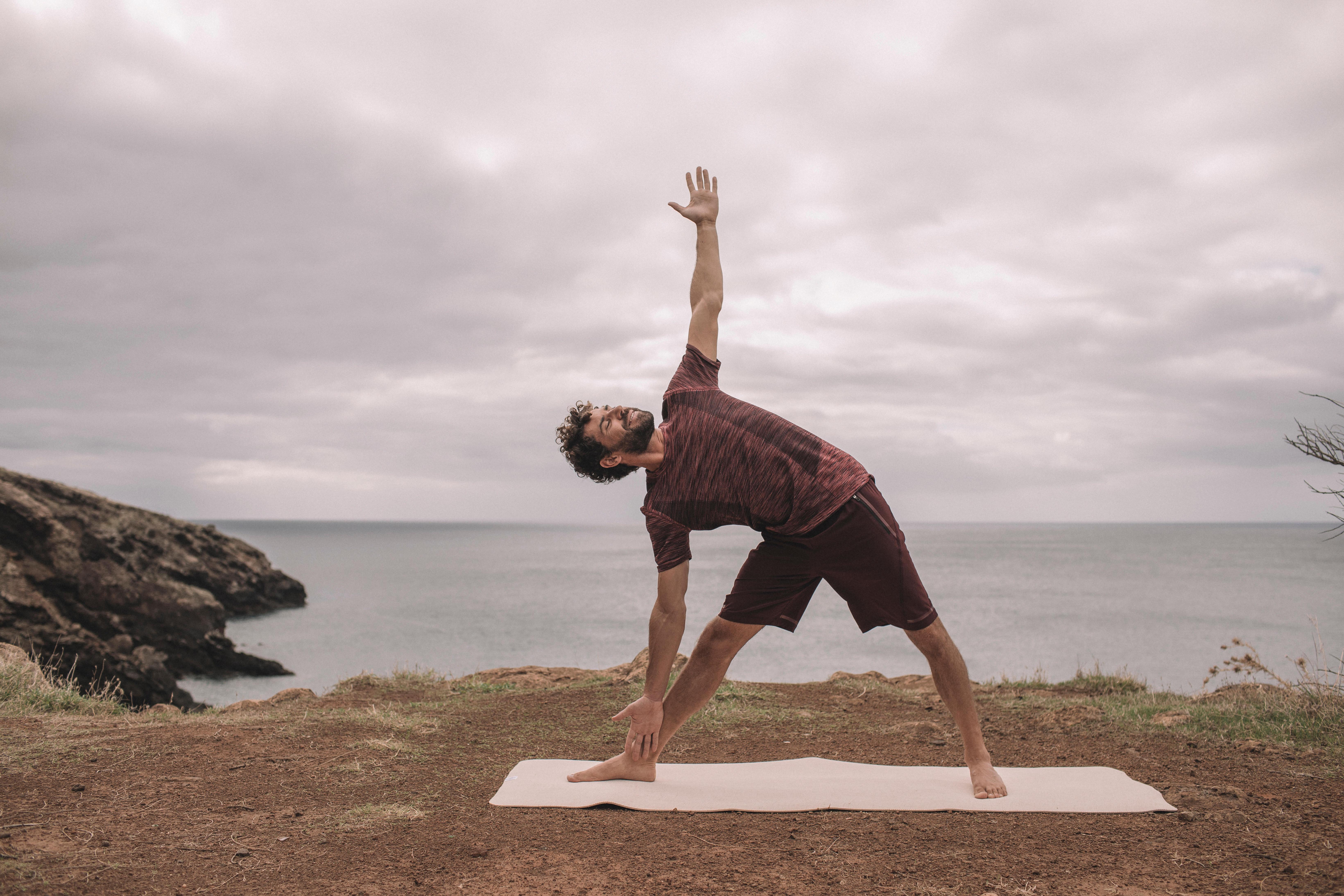 How To Do Trikonasana And it's Benefits - Blog Decathlon